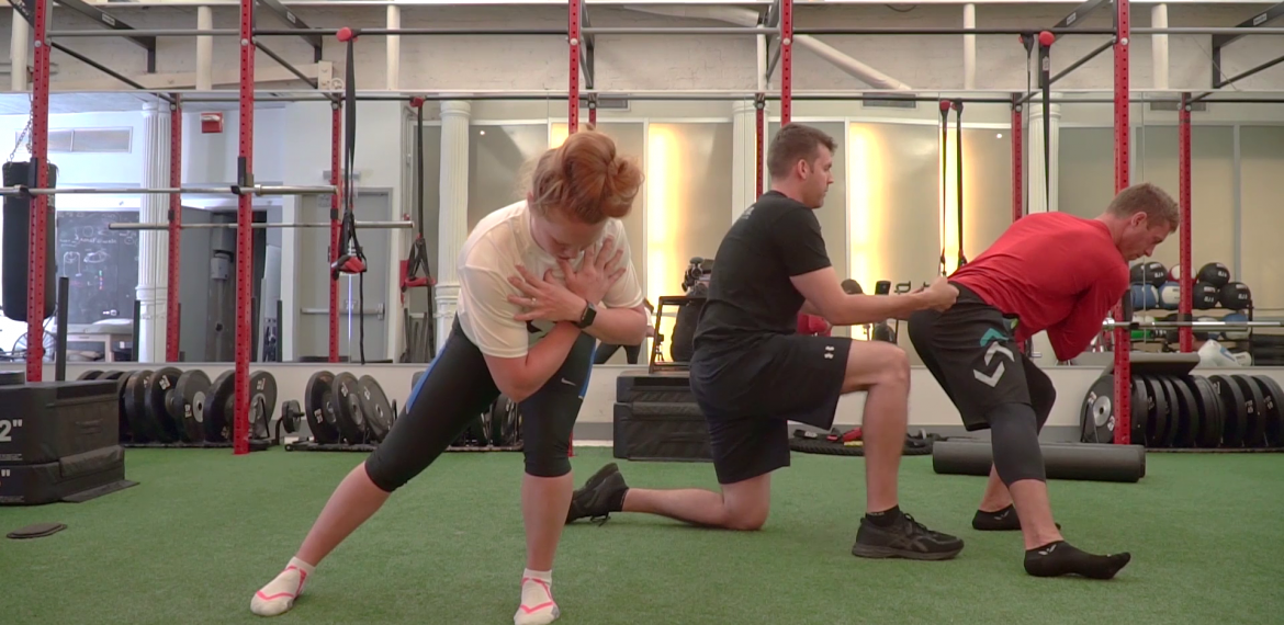 1/2 Kneel Pullback Lateral Squat Hold